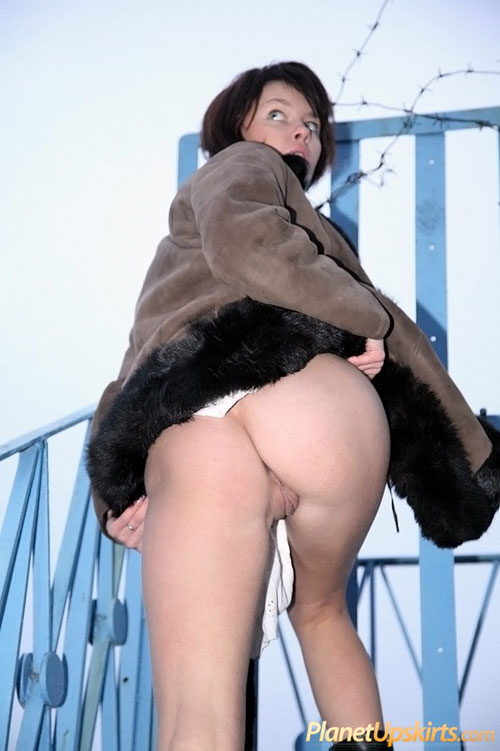 Outdoor nude ass and pussy upskirt