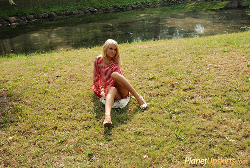 Outdoor pantyless upskirt by a blonde girl