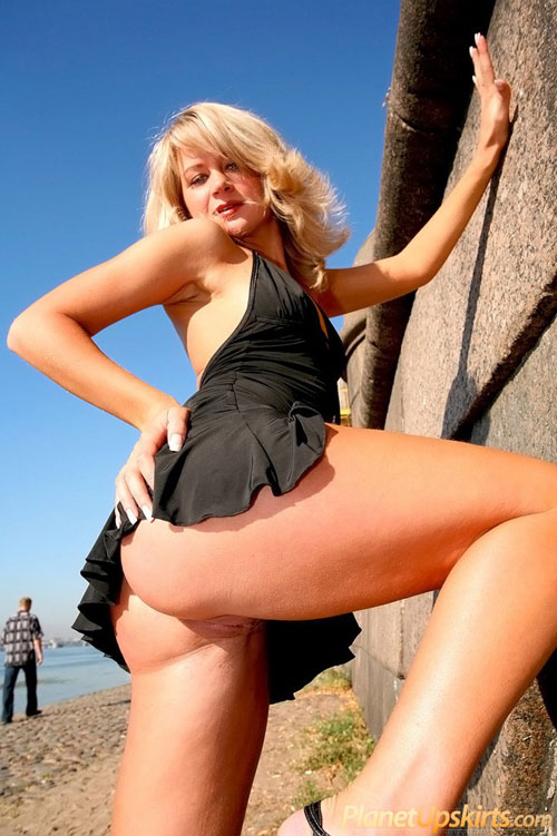 Public nude ass upskirt of a blonde babe